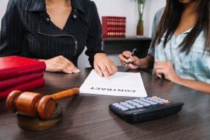 Les conseils pour choisir le bon avocat des affaires